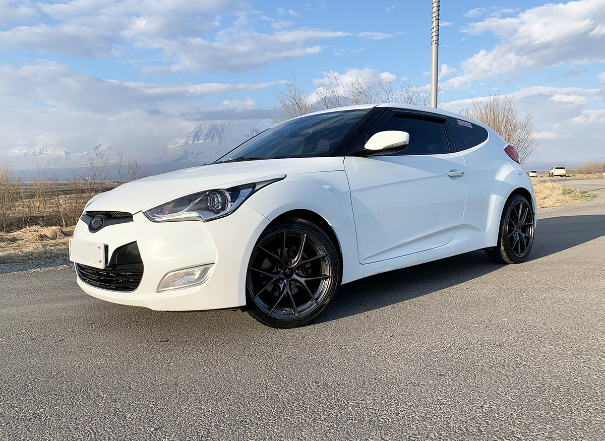 Hyundai Veloster на дисках Sakura Wheels YA8109
